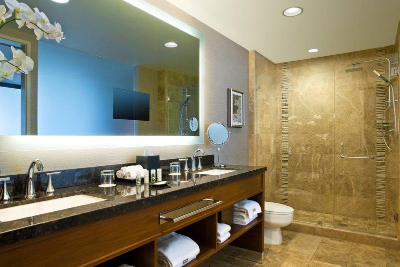 The Westin St. Francis - Tower Building Bridgeview Suite – Master Bathroom <br/>Image from Leonardo