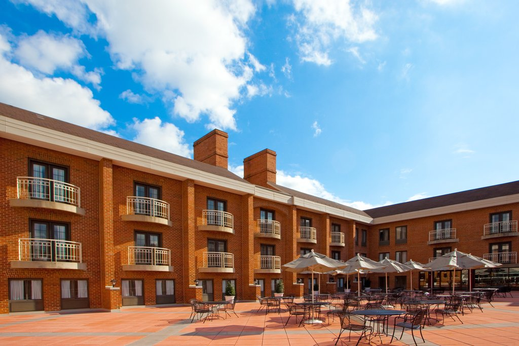 Holiday Inn Hotel & Suites Alexandria Old Town-Outdoor patio available for social events and weddings<br/>Image from Leonardo