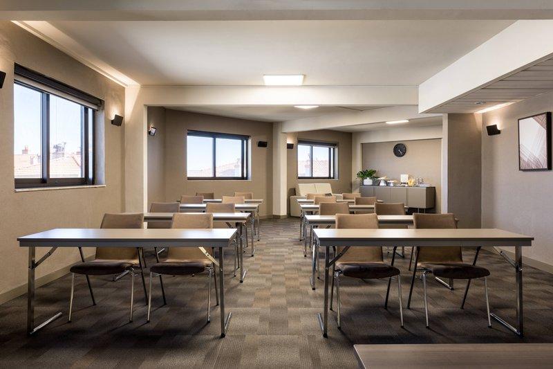 AC Hotel Nice-Forum A Meeting Room - Classroom Setup<br/>Image from Leonardo