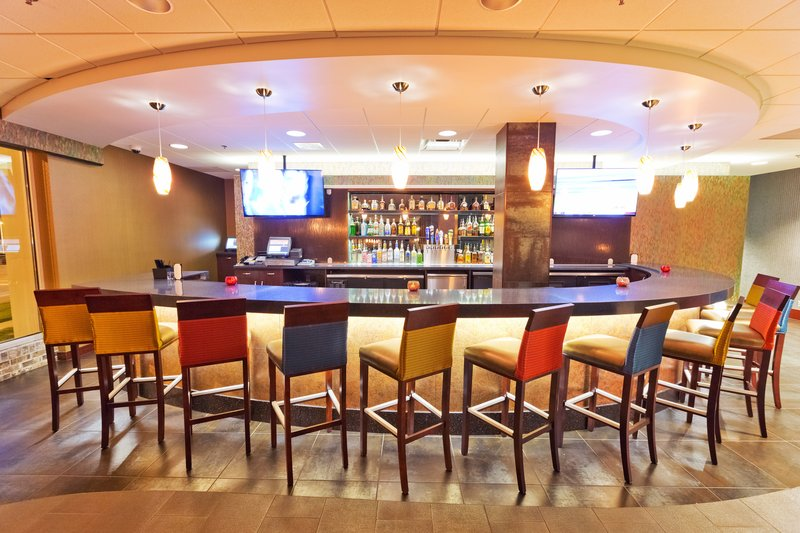 Holiday Inn Des Moines Downtown - Mercy Area-Cityscape Lounge<br/>Image from Leonardo