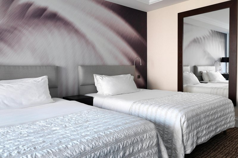 Le Meridien Beach Plaza-Twin Guest Room<br/>Image from Leonardo