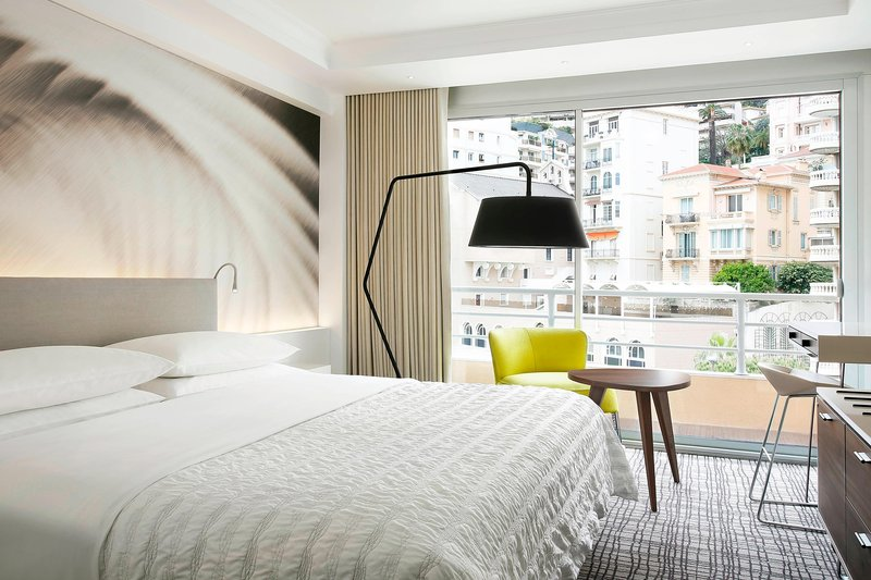 Le Meridien Beach Plaza-King Executive Guest Room<br/>Image from Leonardo