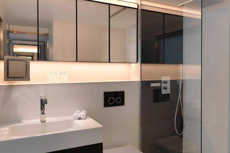 Le Meridien Beach Plaza-Executive Guest Bathroom<br/>Image from Leonardo