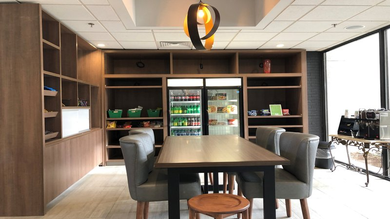 Holiday Inn Roanoke - Valley View-Our Market Shop for those really late night munchies<br/>Image from Leonardo