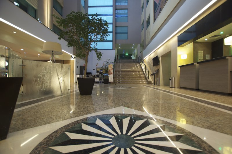 Holiday Inn Ciudad de Mexico-Trade Center-Hotel Lobby<br/>Image from Leonardo