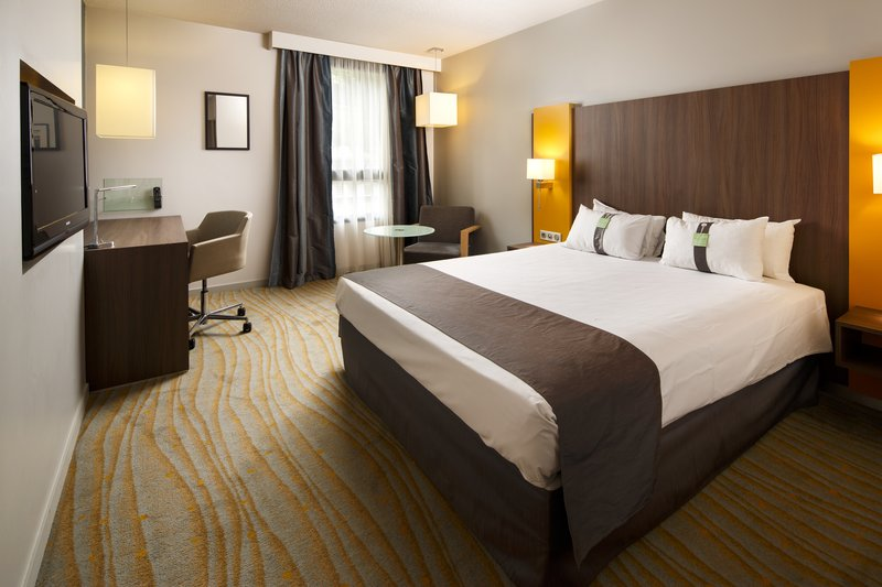 Holiday Inn Lyon Vaise-Inviting One King Executive Room<br/>Image from Leonardo