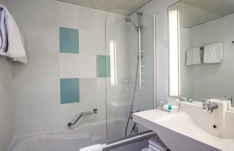 Holiday Inn Lyon Vaise-Guest Bathroom<br/>Image from Leonardo
