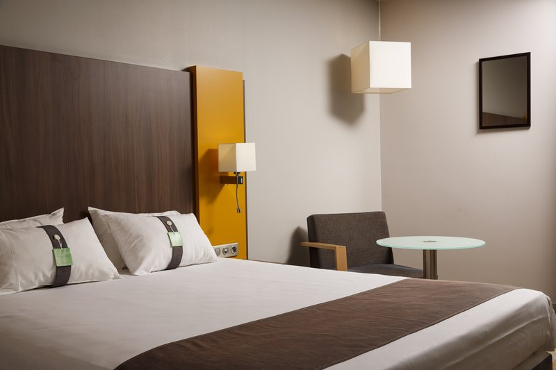 Holiday Inn Lyon Vaise-Double Bed Guest Room<br/>Image from Leonardo