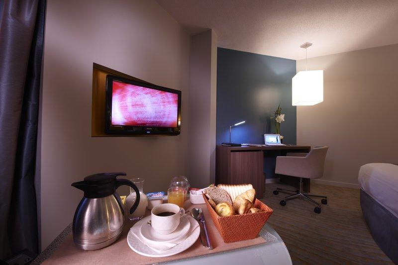 Holiday Inn Lyon Vaise-Room Service<br/>Image from Leonardo