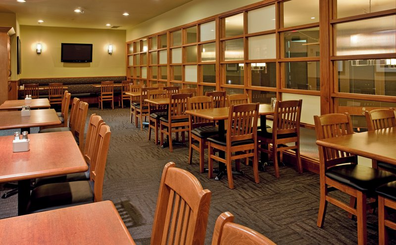 Holiday Inn Hotel & Suites Kamloops-White Spot Restaurant - Private Room for Groups and Functions<br/>Image from Leonardo