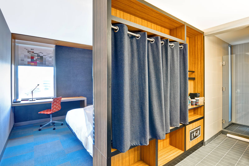 Aloft Phoenix Airport-King Guest Room<br/>Image from Leonardo
