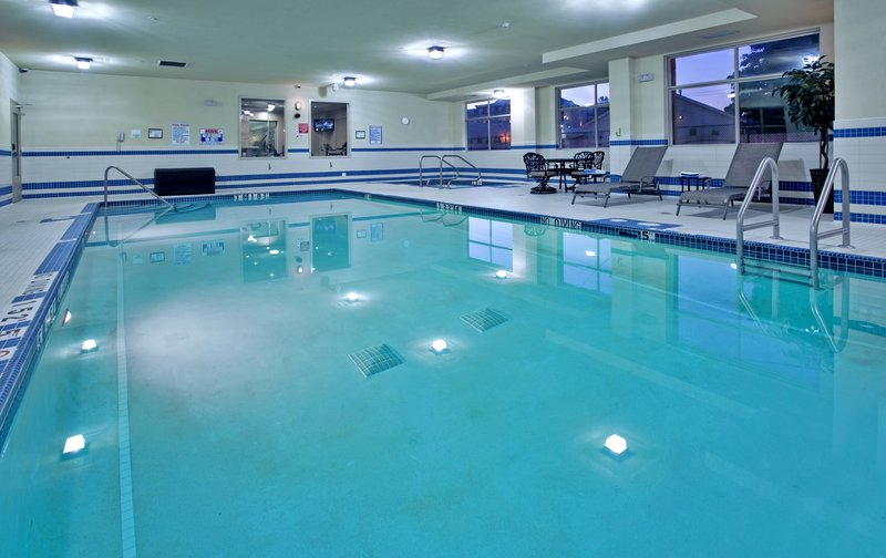 Holiday Inn Hotel & Suites Kamloops-Indoor Swimming Pool<br/>Image from Leonardo