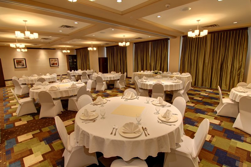 Holiday Inn Hotel & Suites Kamloops-Banquet Room with Round Table Set-up<br/>Image from Leonardo