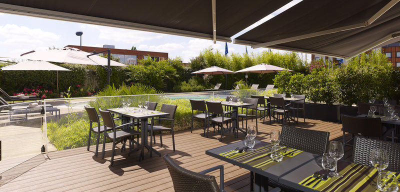 Holiday Inn Express Toulouse Airport-Courtyard<br/>Image from Leonardo
