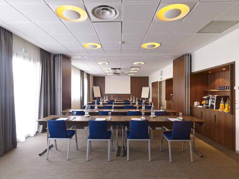 Holiday Inn Express Toulouse Airport-Boardroom<br/>Image from Leonardo