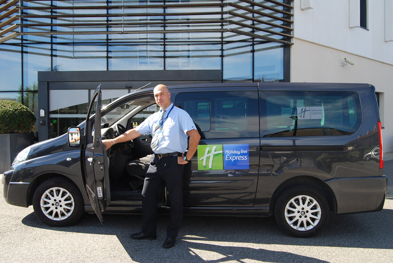 Holiday Inn Express Toulouse Airport-Guest Services<br/>Image from Leonardo