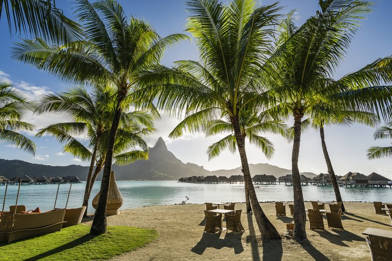 Intercontinental Bora Bora Resort-Have lunch while facing Mount Otemanu at the Sands Restaurant<br/>Image from Leonardo