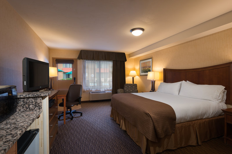 Holiday Inn Steamboat Springs-Deluxe King Bed WC Accessible<br/>Image from Leonardo