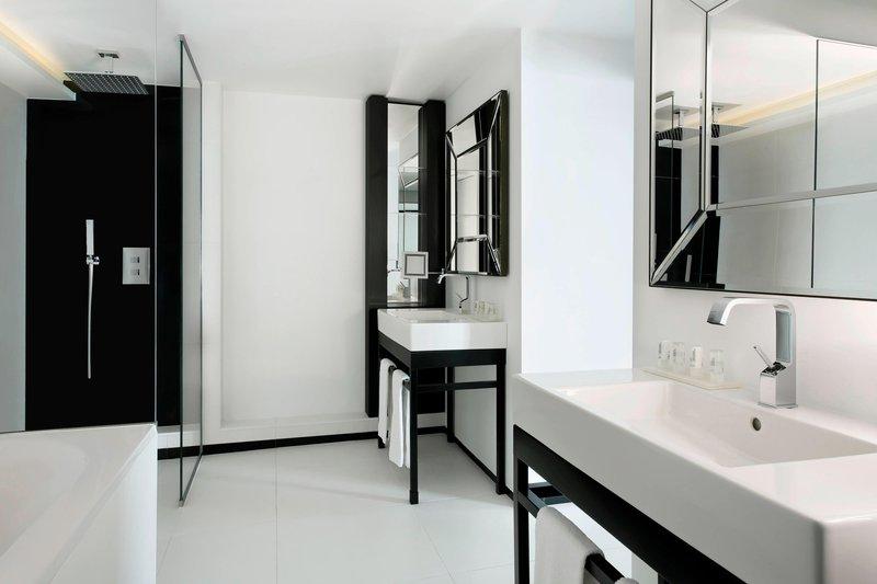Le Meridien Beach Plaza-Suite LE MERIDIEN - Bathroom<br/>Image from Leonardo