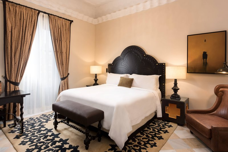 Hotel Alfonso XIII; a Luxury Collection Hotel Seville-Grand Suite<br/>Image from Leonardo