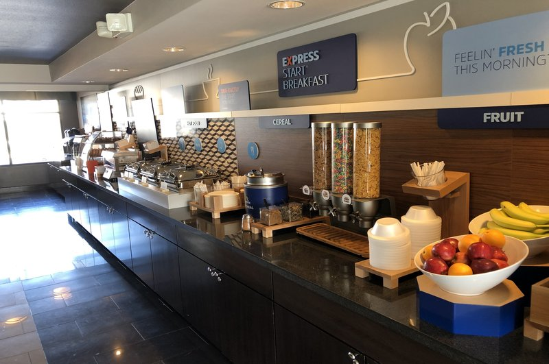 Holiday Inn Express & Suites Carlsbad Beach 4.4/5 | 506 Revi-Spacious breakfast and mixed-use area for hotel guests<br/>Image from Leonardo