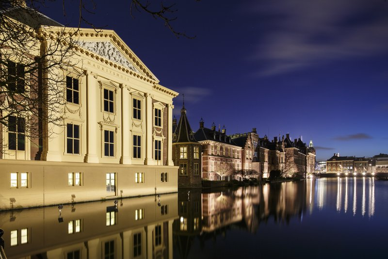 Holiday Inn Express The Hague - Parliament-The Mauritshuis Art Museum from the bridge<br/>Image from Leonardo