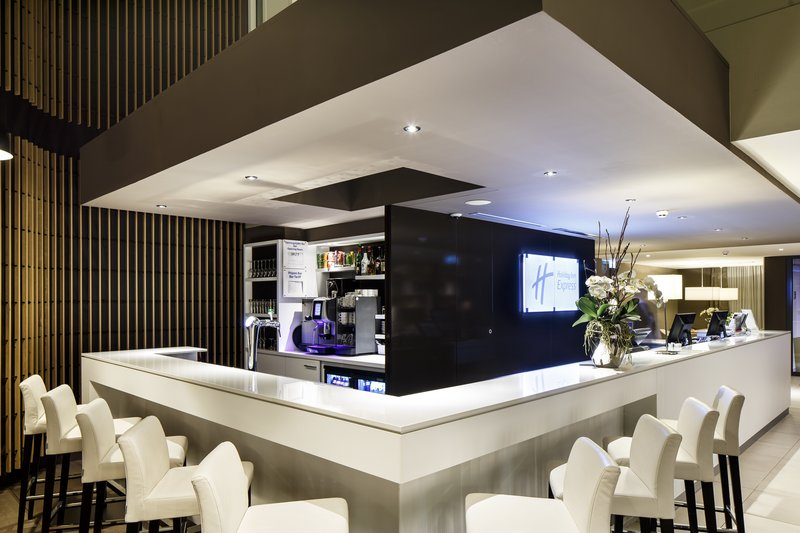 Holiday Inn Express The Hague - Parliament-Hotel reception and bar<br/>Image from Leonardo