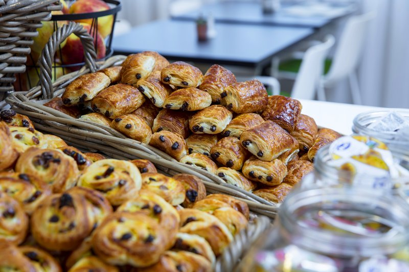Holiday Inn Express The Hague - Parliament-Breakfast buffet<br/>Image from Leonardo