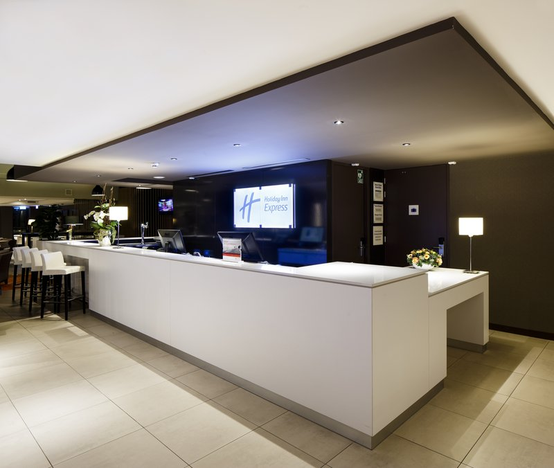 Holiday Inn Express The Hague - Parliament-Front Desk<br/>Image from Leonardo