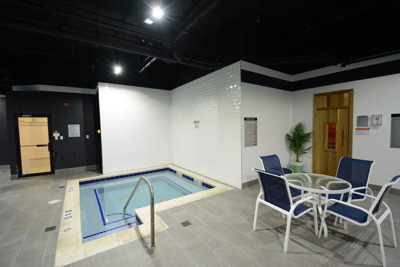 Crowne Plaza Stamford-Swimming Pool<br/>Image from Leonardo
