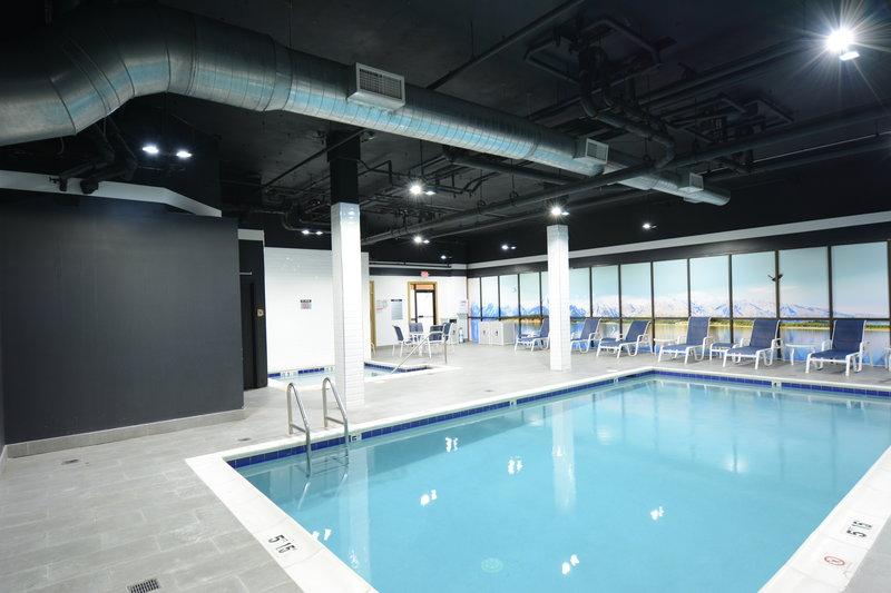 Crowne Plaza Stamford-Swimming Pool<br/>Image from Leonardo