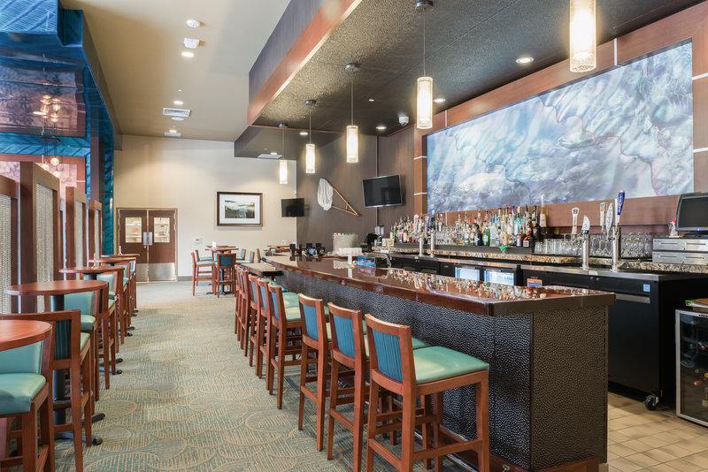 Holiday Inn Express Klamath - Redwood Ntl Park Area-Bar and Lounge<br/>Image from Leonardo