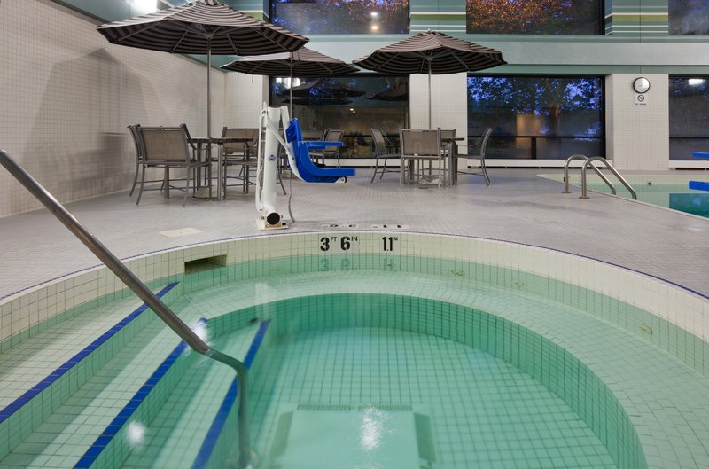 Crowne Plaza Minneapolis West-Whirlpool<br/>Image from Leonardo