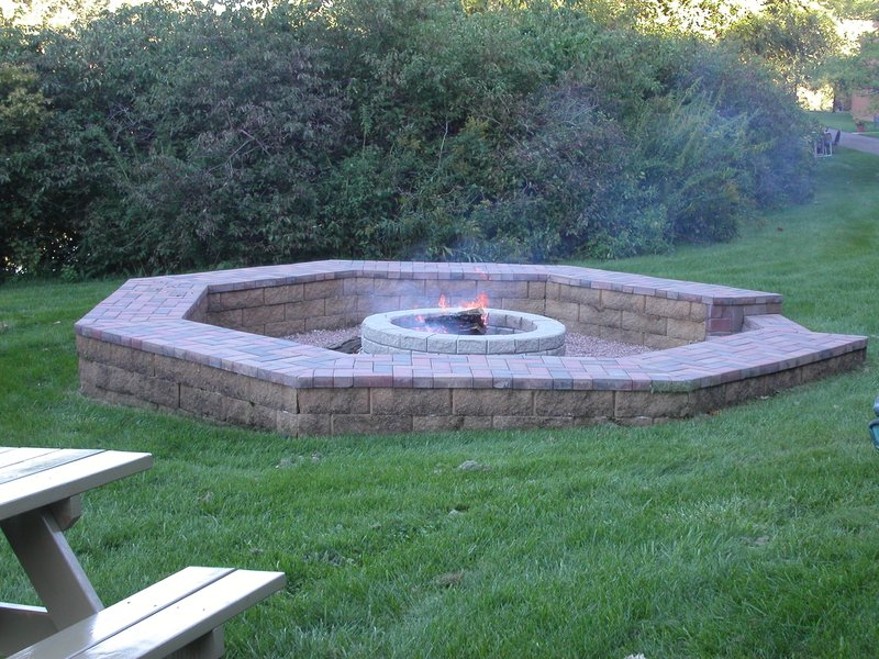 Crowne Plaza Minneapolis West-Firepit<br/>Image from Leonardo