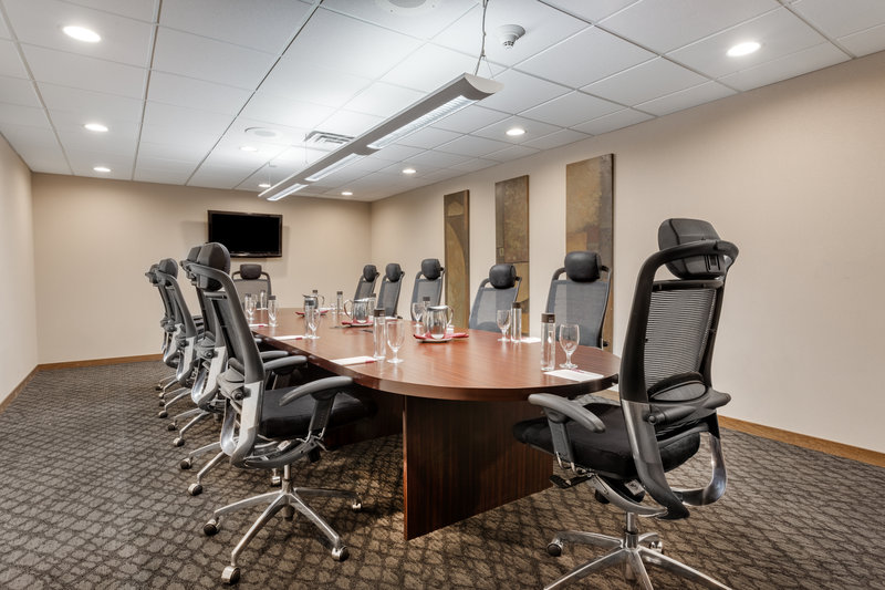 Crowne Plaza Milwaukee Airport-Crowne Plaza Milwaukee Airport - Board Room <br/>Image from Leonardo