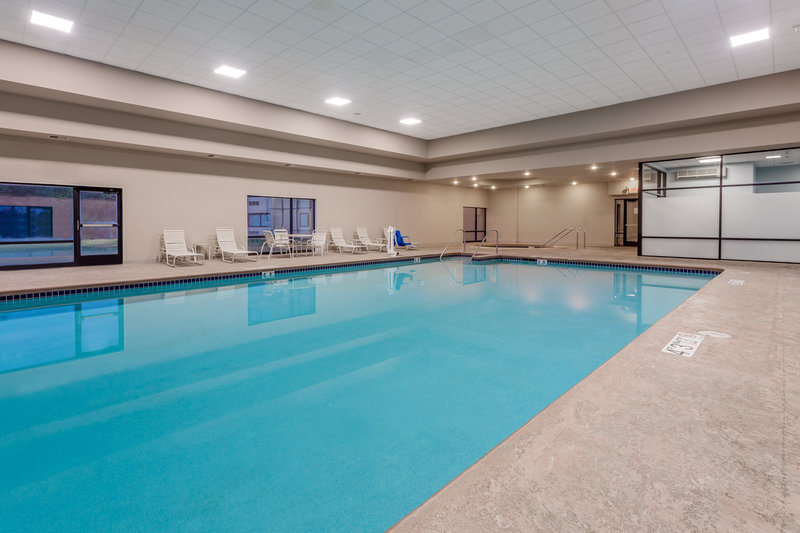 Crowne Plaza Milwaukee Airport-Swimming Pool <br/>Image from Leonardo