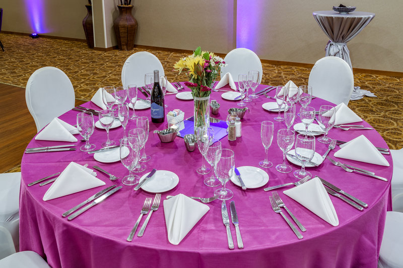 Crowne Plaza Milwaukee Airport-Wedding Table Setting <br/>Image from Leonardo