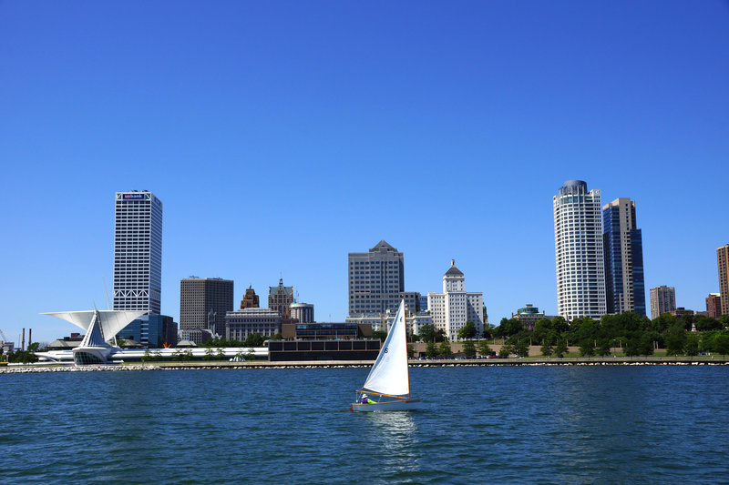 Crowne Plaza Milwaukee Airport-Sailing on the banks of Lake Michigan<br/>Image from Leonardo