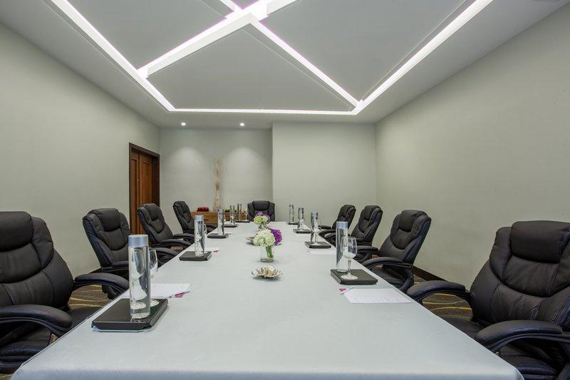 Crowne Plaza Santo Domingo-Boardroom<br/>Image from Leonardo