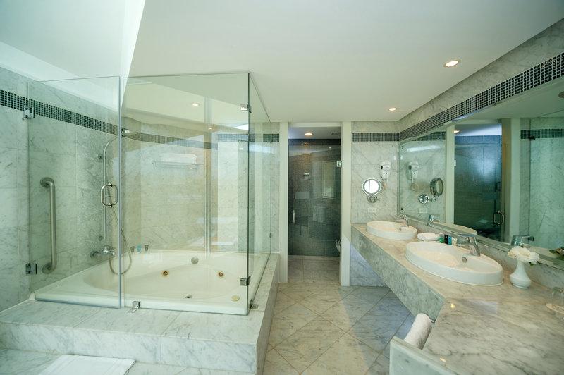 Crowne Plaza Santo Domingo-Le Grand Suite - Bathroom<br/>Image from Leonardo
