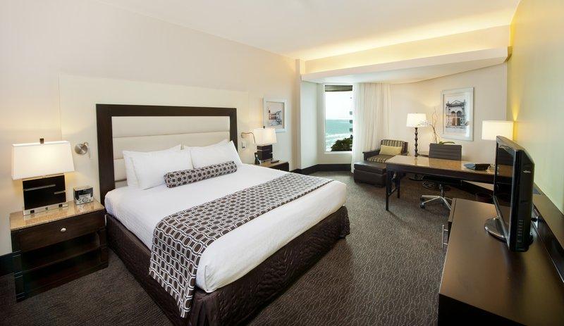 Crowne Plaza Santo Domingo-King Executive Oceanview Club Floor Room<br/>Image from Leonardo