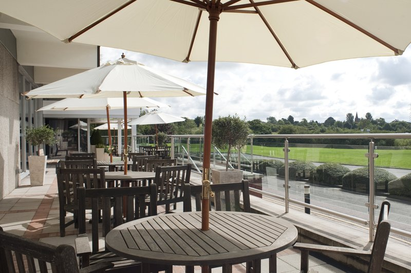 Holiday Inn Rugby-Northampton M1, Jct.18-Dine outside in the sun<br/>Image from Leonardo