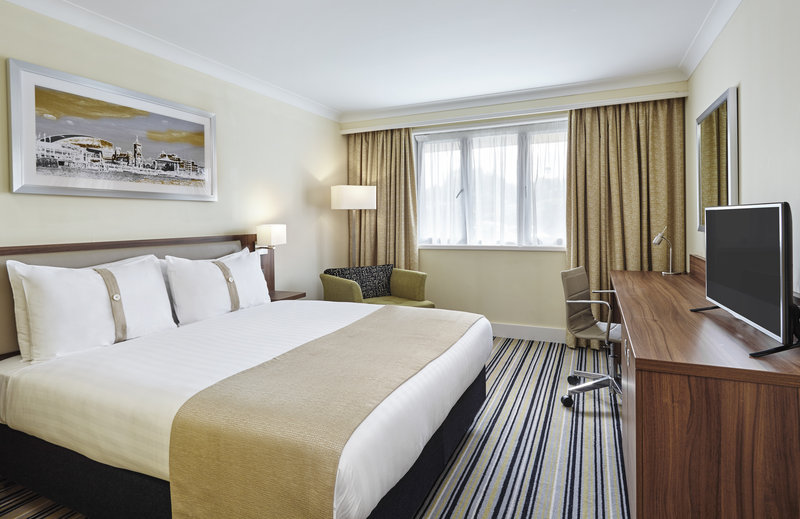 Holiday Inn Rugby-Northampton M1, Jct.18-A newly refurbished room , sofa bed will only take 1 adult.<br/>Image from Leonardo