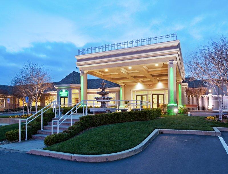 Holiday Inn Redding-Holiday Inn Hotel - Redding, CA - Entrance<br/>Image from Leonardo