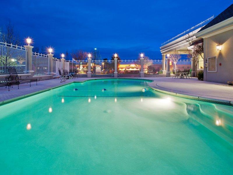 Holiday Inn Redding-Swimming Pool<br/>Image from Leonardo