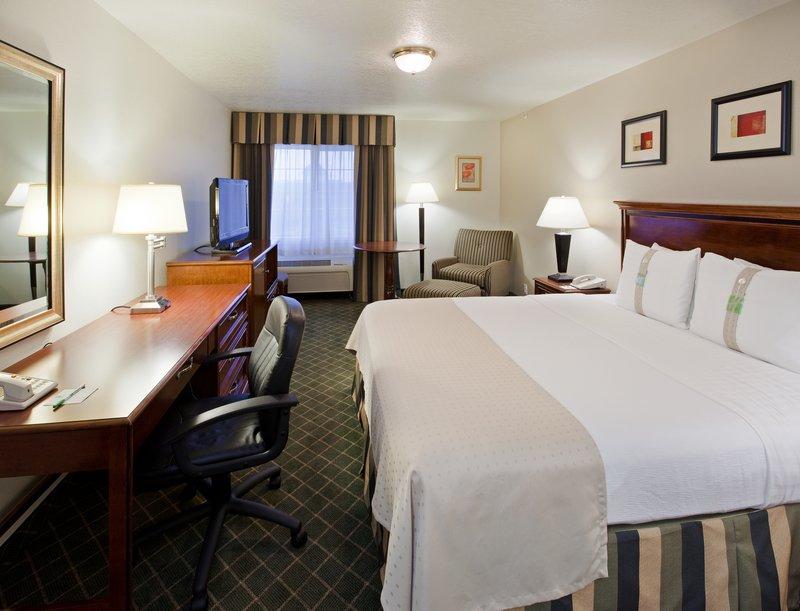 Holiday Inn Redding-Holiday Inn Hotel - Redding, CA - King Bed Guest Room<br/>Image from Leonardo