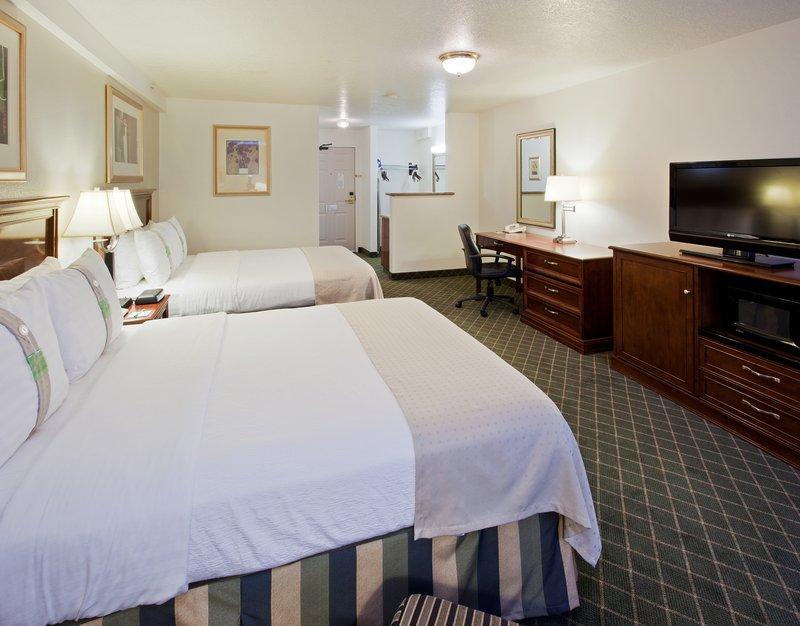 Holiday Inn Redding-Holiday Inn Hotel - Redding, CA - Two Queen  Room<br/>Image from Leonardo