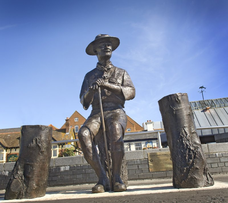 Holiday Inn Express Poole-Bladen Powell Statue on Poole Quay<br/>Image from Leonardo