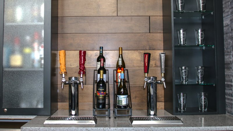 Holiday Inn Roanoke - Valley View-Our wine taps<br/>Image from Leonardo