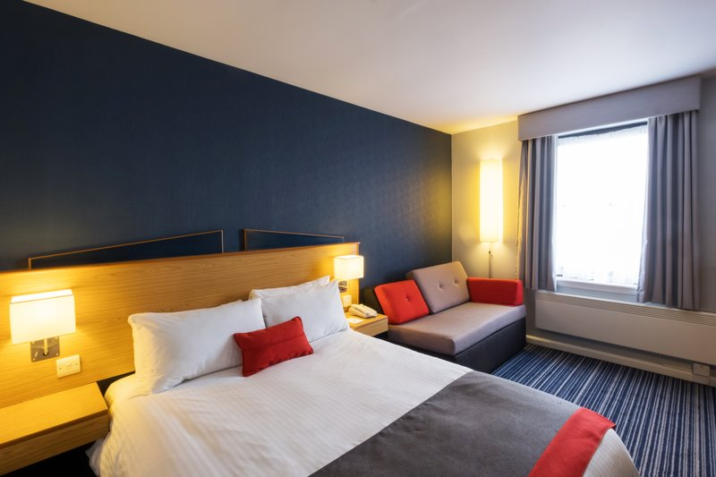 Holiday Inn Express Perth-Double Bed Guest Room<br/>Image from Leonardo